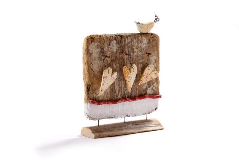 Holzskulptur mit 3 Herzen & Vogel