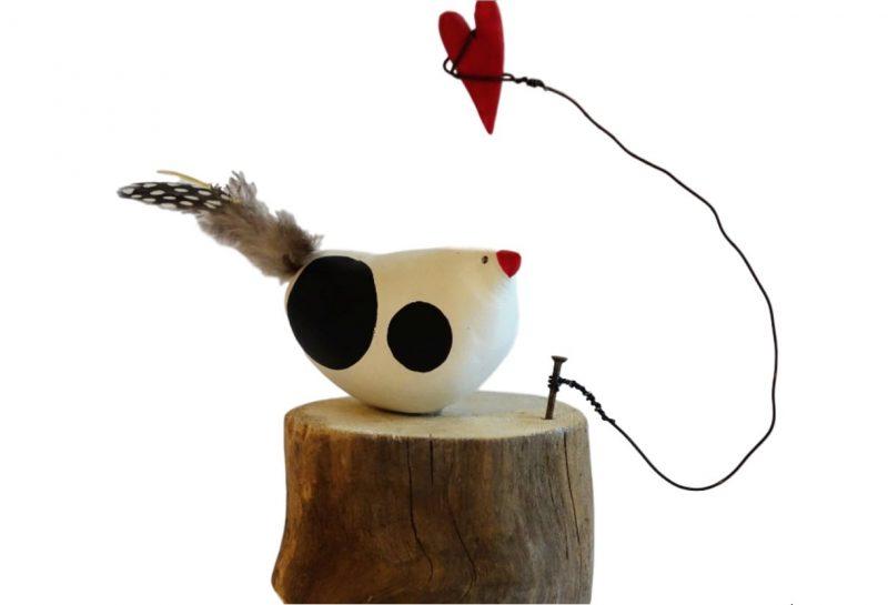 Keramik Huhn mit Herz, ca. 12 cm hoch, Durchmesser 6 cm